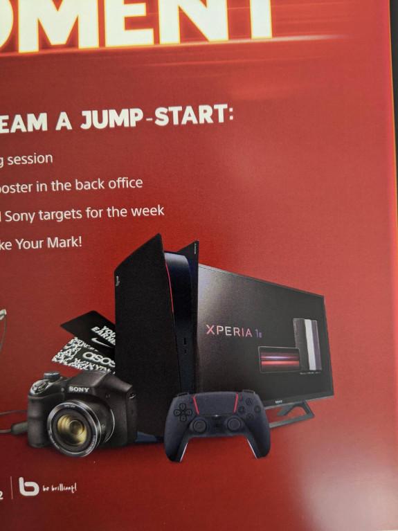 Zwarte PS5 met rode accenten gespot in folder van Sony